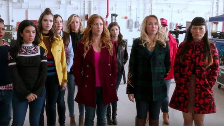 The skirt J Crew, Lilly (Hana Mae Lee) Pitch Perfect 3 - Movie Outfits and Products