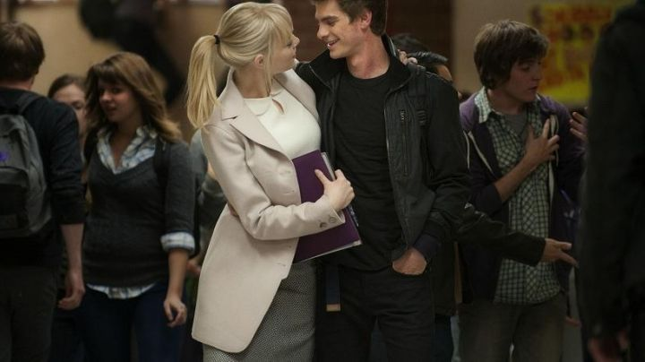 Fashion Trends 2021: The skirt grey worn by Gwen Stacy (Emma Stone) in The Amazing Spider-Man