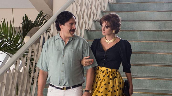 The skirt is yellow with polka dots black of Virginia Vallejo (Penélope Cruz) in Loving Pablo
