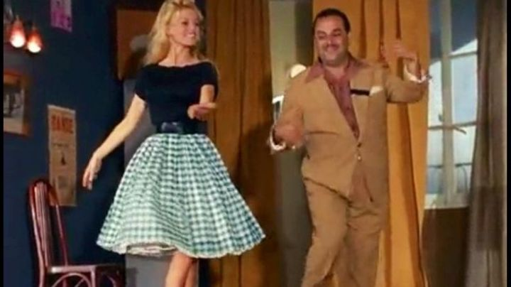 Fashion Trends 2021: The skirt Vichy Brigitte Bardot in do you Want to dance with me ?