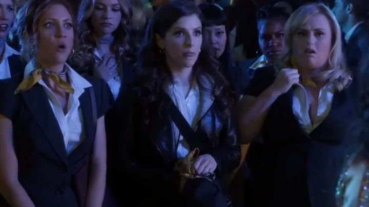 The sleeveless shirt Ann Taylor of Beca Mitchell (Anna Kendrick) in Pitch Perfect 3 - Movie Outfits and Products