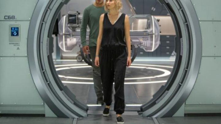 The slip-on Vans Jennifer Lawrens in Passengers - Movie Outfits and Products