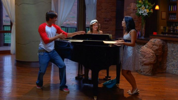 The slip-on, red-Troy Bolton (Zac Efron) in High school music hall 2 - Movie Outfits and Products
