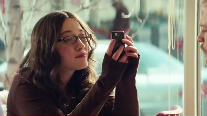 The smartphone black Darcy Lewis (Kat Dennings) in Thor - Movie Outfits and Products