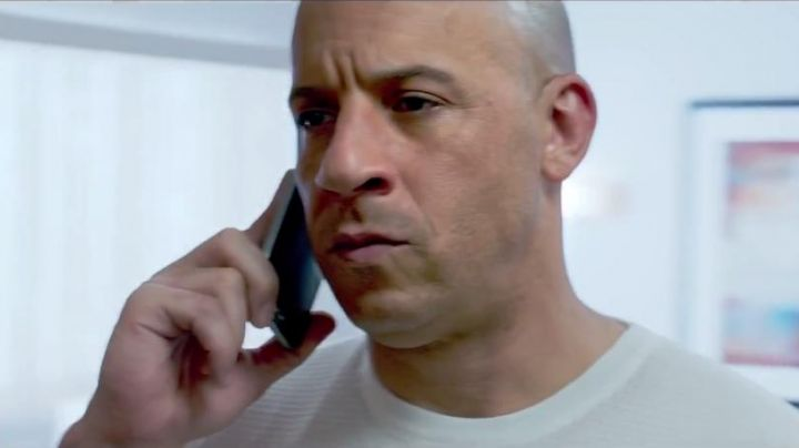 """The smartphone-white Dominic Toretto (Vin Diesel) in """"Fast and Furious 7"""" - Movie Outfits and Products"""