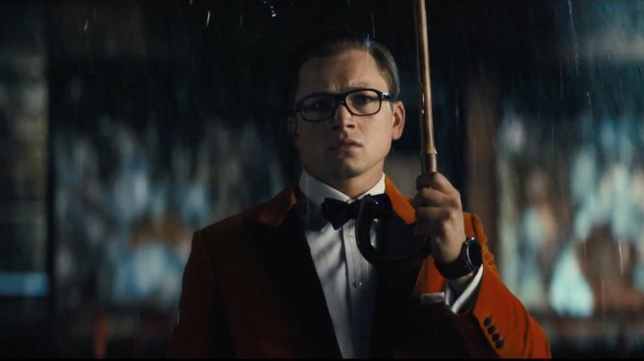 The smoking jacket orange Mr Porter of Eggsy (Taron Egerton) in Kingsman : The golden circle - Movie Outfits and Products