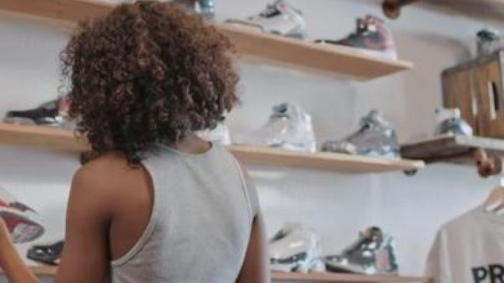 The sneakers Air Jordan 5 Wolf Grey in Kicks - Movie Outfits and Products