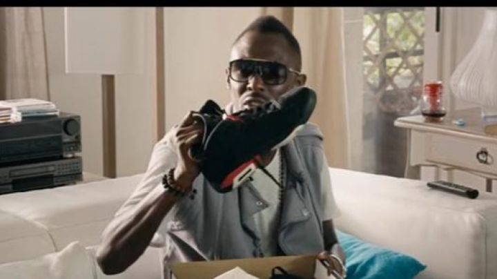 The sneakers Air Jordan 6 in Fastlife - Movie Outfits and Products