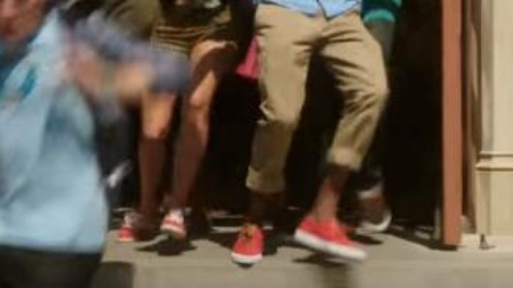 The sneakers Vans Era Red in the Wrong crowd - Movie Outfits and Products