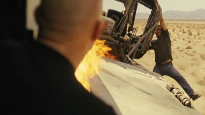 The sneakers Vans Old Skool black Brian O'conner (Paul Walker) in Fast & the Furious 5 - Movie Outfits and Products