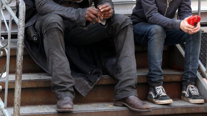 The sneakers Vans blue Jake Chambers (Tom Taylor) in The Dark Tower - Movie Outfits and Products