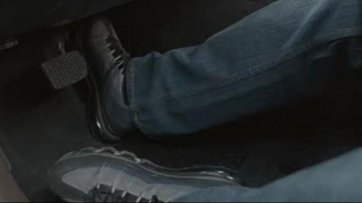 The sneakers of the Falcon in Captain America : The soldier winter - Movie Outfits and Products