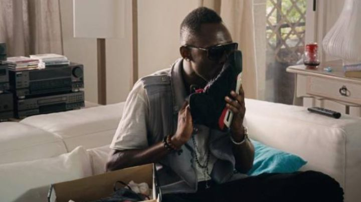 The sneakers worn by Thomas Ngijol in FastLife - Movie Outfits and Products