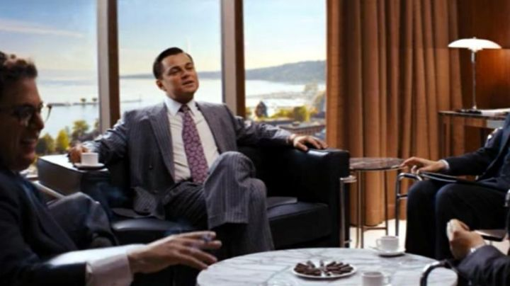 The sofa of Jordan Belfort (Leonardo DiCaprio) in The Wolf of Wall Street - Movie Outfits and Products