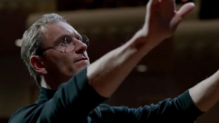 The spectacles of Michael Fassbender in Steve Jobs movie