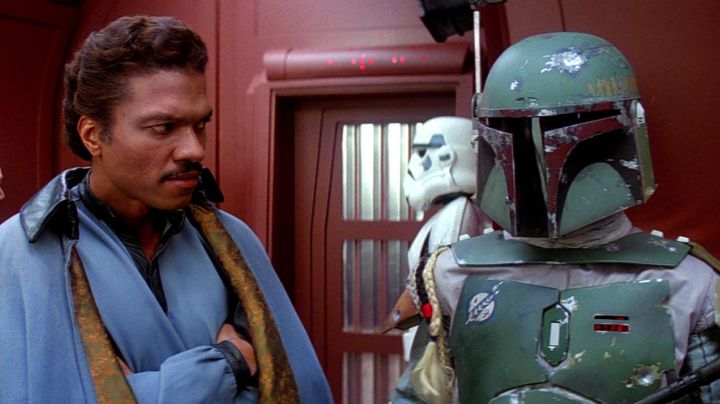 The statue of Boba Fett in Star Wars V : The Empire strikes back - Movie Outfits and Products