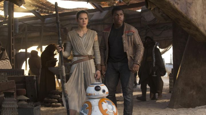 The stick fighting of Rey (Daisy Ridley in Star Wars VII : The awakening of the force - Movie Outfits and Products