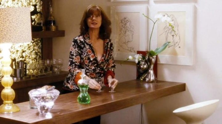 The stools by Stefano Giovannoni for Magis in Irresistible Alfie - Movie Outfits and Products