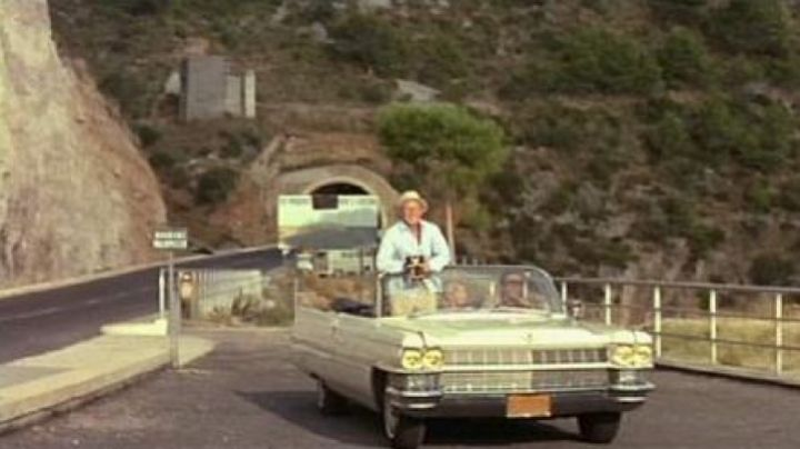 The stop after the tunnel along the SR213 in Italy in The Corniaud - Movie Outfits and Products