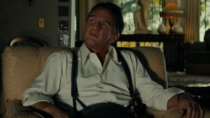 The straps of Mickey Cohen (Sean Penn) in Gangster Squad movie
