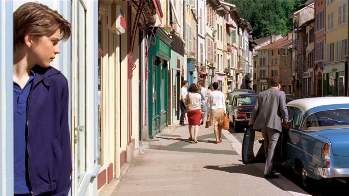 The street of the Hotel de Ville in Nantua in Quartier Lointain - Movie Outfits and Products