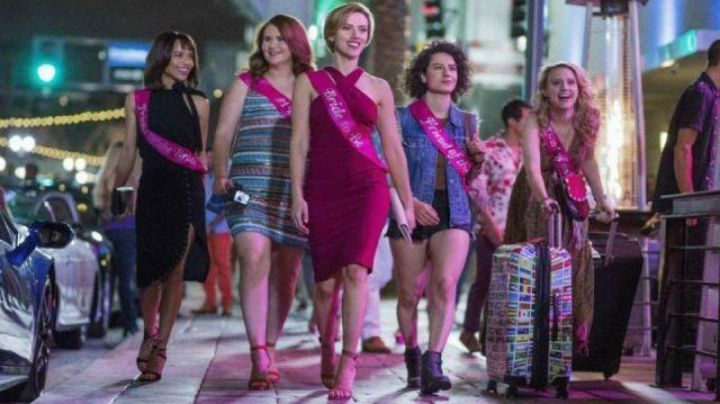 Fashion Trends 2021: The striped dress of Alice (Jillian Bell) #Worst evening