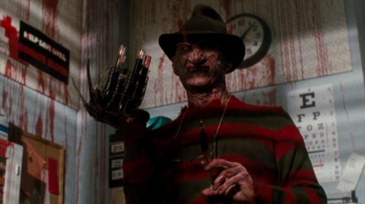 The striped sweater of Freddy Krueger (Robert Englund) in the film The claws of the night - Movie Outfits and Products