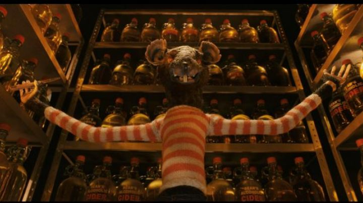 The striped sweater of The Rat (Willem Dafoe) in Fantastic Mr. Fox movie