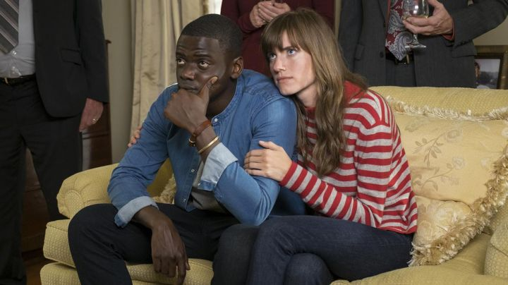 """Fashion Trends 2021: The striped sweater red and gray Autumn Cashmere Rose Armitage (Allison Williams) in """" Get Out"""