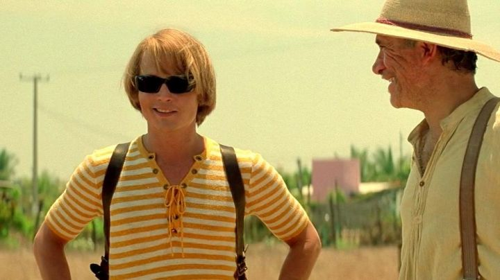 The striped t-shirt yellow of George Jung (Johnny Depp) in Blow movie