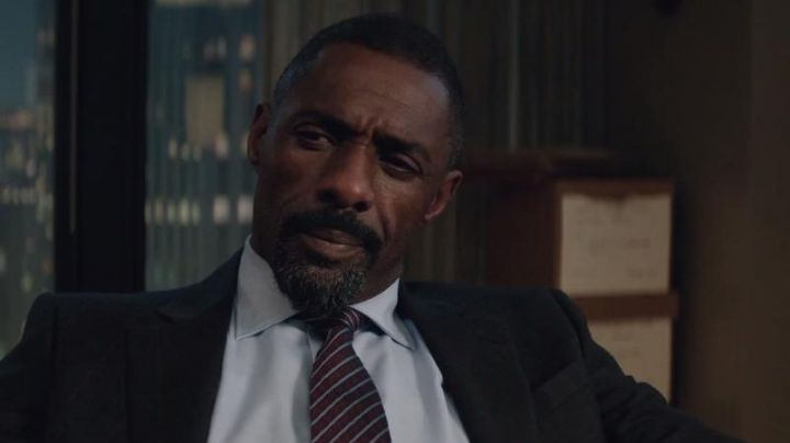 The striped tie Brioni of Charlie Jaffey (Idris Elba) in Molly's Game