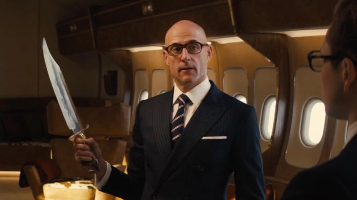 The striped tie of Merlin (Mark Stron) in Kingsman : The golden circle - Movie Outfits and Products