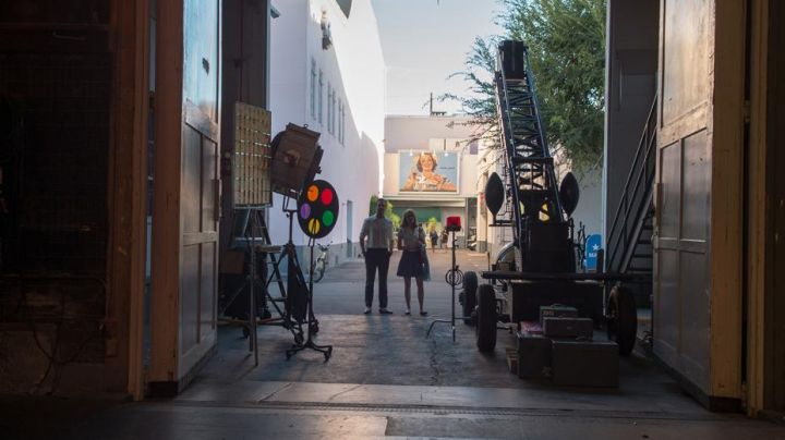 The studios of Hollywood in Los Angeles visited by Mia (Emma Stone) and Sebastian (Ryan Gosling) in the The Land - Movie Outfits and Products
