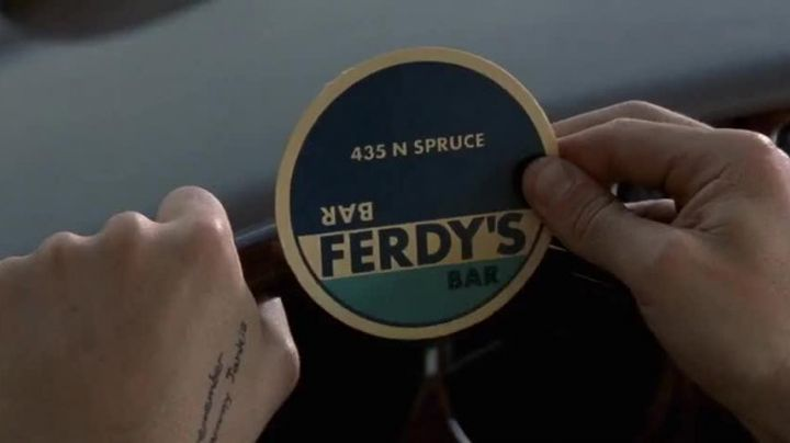 Fashion Trends 2021: The sub-bock of the Ferdy''s Bar in Leonard Shelby (Guy Pearce) in Memento