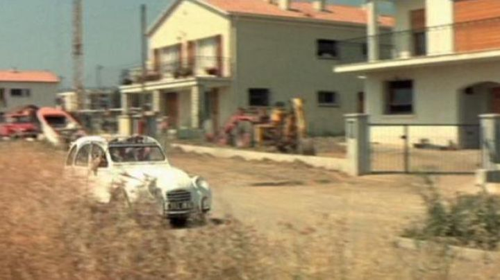 The subdivision Monge, Hyères, in The gendarme in balade - Movie Outfits and Products