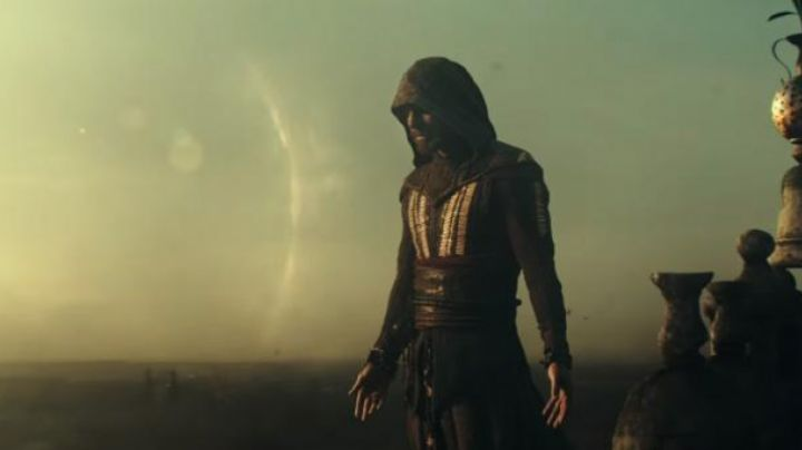 The suit / jacket and Aguilar / Cal Lynch (Michael Fassbender) in Assasin's Screed