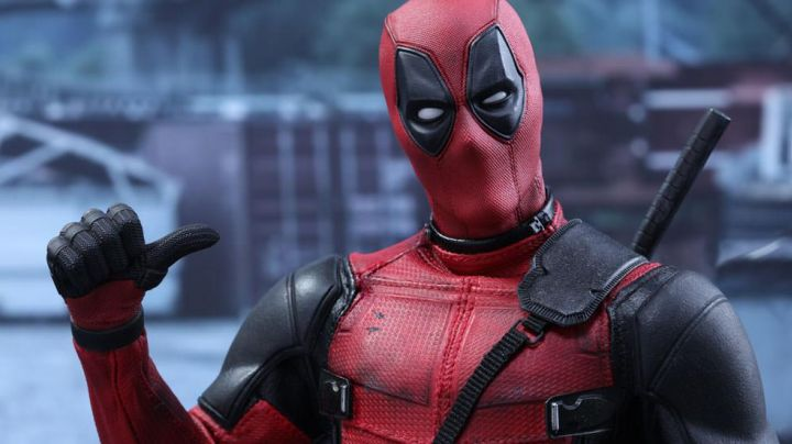 The suit of Wade Wilson (Ryan Reynolds in Deadpool - Movie Outfits and Products
