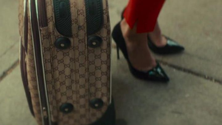 The suitcase cabin Gucci Nikki Angioli (Emma Roberts) in Little Italy Movie