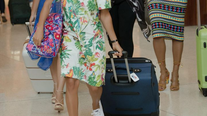 The suitcase white with casters from Ryan Pierce (Regina Hall) in Girls trip - Movie Outfits and Products