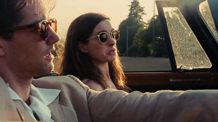 The sunglasses of Emma (Anne Hathaway) in One Day - Movie Outfits and Products