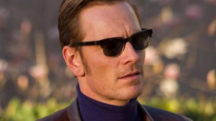 The sunglasses of Magneto / Erik Lensherr (Michael Fassbender) in X-men : The Beginning. - Movie Outfits and Products