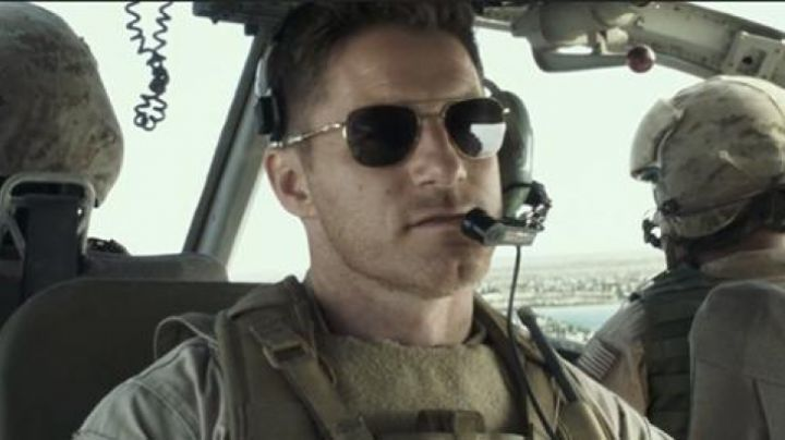 The sunglasses of Navy Seal Lt. Martin (Sam Jaeger) in American Sniper - Movie Outfits and Products