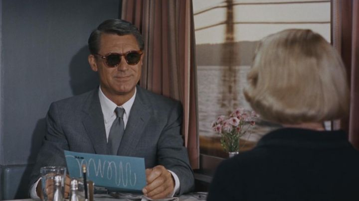 The sunglasses of Roger Thornhill (Cary Grant) in death to the kits - Movie Outfits and Products
