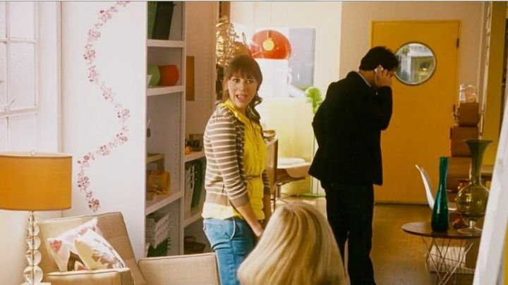 The suspension orange Kartell in I love you, Man - Movie Outfits and Products