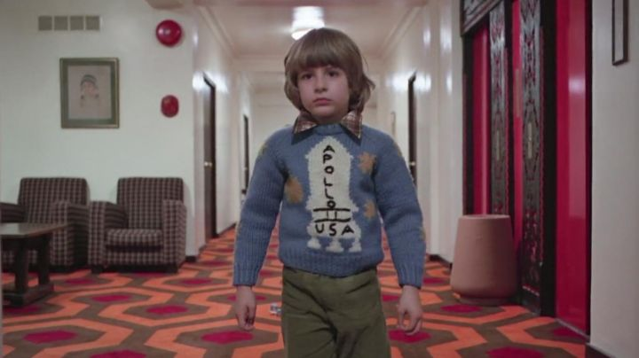 """The sweater """"Apollo 11 USA"""" of Danny Torrance (Danny Lloyd) in Shining - Movie Outfits and Products"""