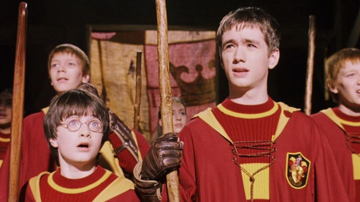 The sweater Gryffindor Quidditch worn by Harry Potter (Daniel Radcliffe) in Harry Potter and the sorcerer's stone movie