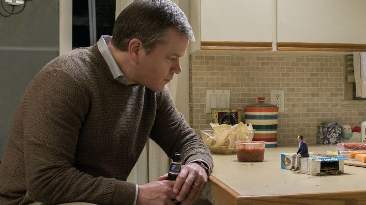The sweater brown Paul Safranek (Matt Damon) in Downsizing - Movie Outfits and Products