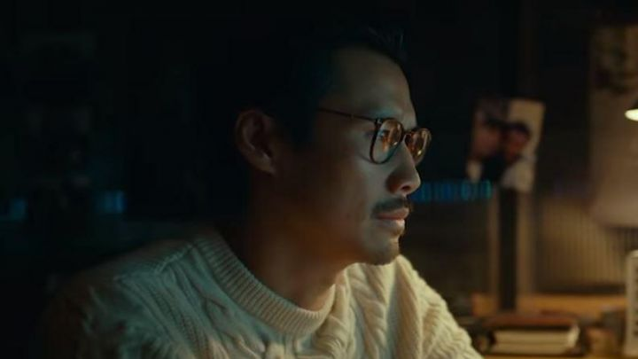 The sweater of white wool worn by François (Frédéric Chau) Made In China Movie