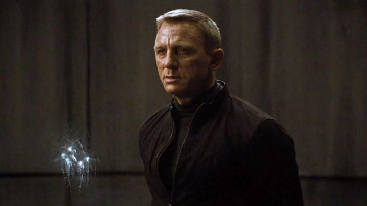 The sweater turtleneck James Bond (Daniel Craig) in Spectrum - Movie Outfits and Products