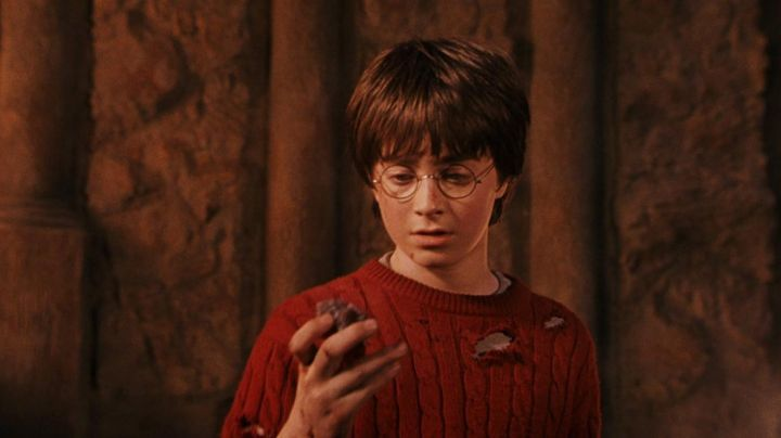 Fashion Trends 2021: The sweater twisted pair worn by Harry Potter (Daniel Radcliffe) in Harry Potter and the sorcerer's stone